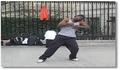 Un danseur de hip-hop impresionnant