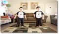 Deux jumeaux s'éclatent avec la Wii