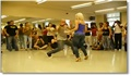 Blonde sexy danse le kizomba
