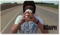 Boire un milkshake à 160 km/h sur une moto