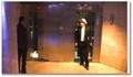 Rémi Gaillard joue le parrain dans l'ascenseur