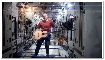 Il chante David Bowie dans l'espace