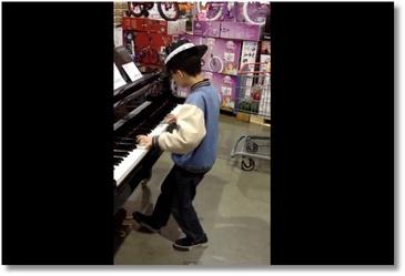 Un enfant de 10 ans fait le show au piano