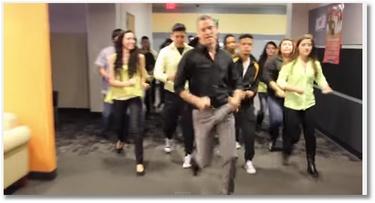 Un prof de lycée fait le show sur Bruno Mars